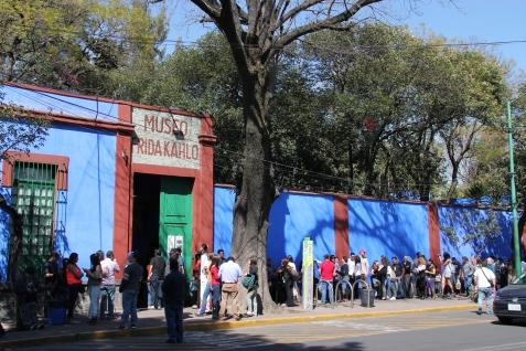 Crazy line at Casa Azul